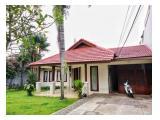Disewakan Rumah Mewah Di Jalan Kenanga dengan Taman dan Kolam Renang yang bagus