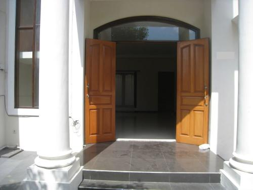 Sewa Rumah Di Surabaya House For Rent In Surabaya