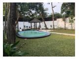 Disewakan Rumah di Kemang Jakarta Selatan - 4 Kamar Tidur Semi Furnished, Ada Taman dan Kolam Renang