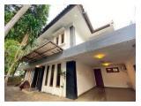 Sewa Rumah di Tebet Jakarta Selatan - 4 Kamar Tidur Furnished, Ada Kolam Renang